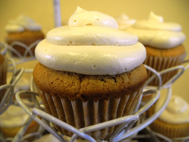 Salted Caramel Cupcakes with Salted Caramel Buttercream Frosting | La ...
