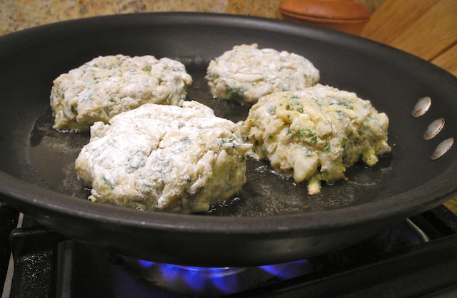 How To Make Imperial Sauce For Crab Cakes